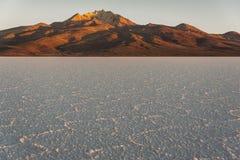 Sel du ` s du monde le plus grand plat, Salar de Uyuni en Bolivie, photographiée au lever de soleil photographie stock