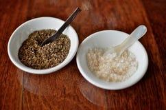 Sel et poivre dans les paraboloïdes Image stock