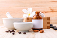 Sel naturel de mer d'ingrédients de station thermale, grains de café, miel, amandes image libre de droits