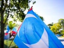 SELANGOR, МАЛАЙЗИЯ - 28-ое апреля 2018: флаги и знамена политических партий которые будут участвовать в ` s 14-ом Малайзии общем  стоковое фото rf