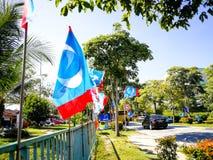 SELANGOR, MALÁSIA - 28 de abril de 2018: as bandeiras e as bandeiras dos partidos políticos que participarão no ` s 14o de Malási foto de stock royalty free