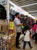 Selangor, Malásia - 18 de setembro de 2017: Compra de mantimentos em Tesco Bandar Puteri, perto de Bukit Mahkota e de Bandar Seri imagem de stock