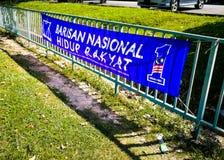 SELANGOR, MALASIA - 28 de abril de 2018: las banderas y las banderas de los partidos políticos que participarán en el ` s 14to de imagen de archivo libre de regalías