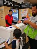 Selangor, Malaysia - 18. September 2017: Lebensmittelgeschäfteinkaufen bei Tesco Bandar Puteri, nahe Bukit Mahkota und Bandar Ser Lizenzfreies Stockfoto