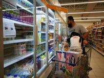 Selangor, Malaysia - 18. September 2017: Lebensmittelgeschäfteinkaufen bei Tesco Bandar Puteri, nahe Bukit Mahkota und Bandar Ser lizenzfreie stockfotos