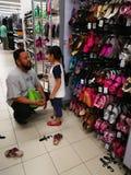 Selangor, Maleisië - 18 September 2017: Kruidenierswinkels die in Tesco Bandar Puteri, dichtbij Bukit Mahkota en Bandar Seri Putr Stock Foto's