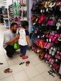 Selangor, Maleisië - 18 September 2017: Kruidenierswinkels die in Tesco Bandar Puteri, dichtbij Bukit Mahkota en Bandar Seri Putr Royalty-vrije Stock Foto