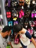Selangor, Maleisië - 18 September 2017: Kruidenierswinkels die in Tesco Bandar Puteri, dichtbij Bukit Mahkota en Bandar Seri Putr Royalty-vrije Stock Afbeelding
