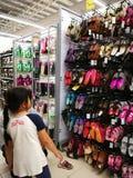 Selangor, Maleisië - 18 September 2017: Kruidenierswinkels die in Tesco Bandar Puteri, dichtbij Bukit Mahkota en Bandar Seri Putr Stock Foto