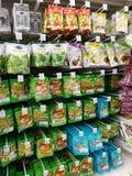Selangor, Malesia - 18 settembre 2017: Acquisto di drogherie a Tesco Bandar Puteri, vicino a Bukit Mahkota e a Bandar Seri Putra Fotografia Stock Libera da Diritti