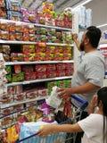 Selangor, Malezja - 18 2017 Wrzesień: Sklepu spożywczego zakupy przy Tesco Bandar Puteri blisko Bukit Mahkota i Bandar Seri Putra Obraz Royalty Free