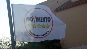 Selargius, Włochy - 09 2017 Czerwiec: Polityczna flaga z logem zdjęcie royalty free