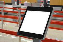 Selbst- Abfertigungson-line-kiosk des Flughafens lizenzfreie stockfotografie