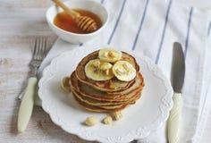 Selbst gemachte Bananen-Acajoubaum-Pfannkuchen Stockfoto