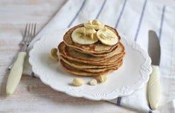 Selbst gemachte Bananen-Acajoubaum-Pfannkuchen Stockfotografie