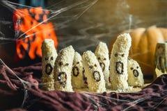 Selbst gemachte Bananen-Geistmonster Halloweens furchtsame mit Schokoladengesichtern Lizenzfreie Stockfotos