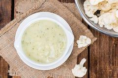 Selbst gemachte Blumenkohl-Suppe Stockbild