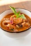 Selbst gemachte Calamari Fagioli-Suppe Stockfoto