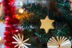 Selbst gemachte Dekoration des Weihnachtsbaums Stockfotografie