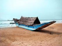 Selbst gemachte einzelne Ausrüstung für Swagman-Kanu mit Rudern und Dach stockfotos