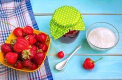 Selbst gemachte Erdbeere-Marmelade Stockfotos