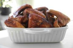 Selbst gemachte frittierte Hühnerflügel Stockfoto