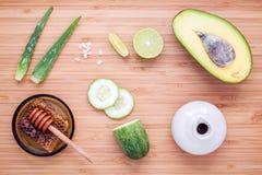 Selbst gemachte Hautpflege und Körperpeeling mit natürlichem Bestandteile avoca Lizenzfreies Stockfoto