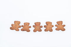 Selbst gemachte Ingwer-Plätzchen. Fünf Lebkuchen-Männer und Sterne Lizenzfreies Stockbild