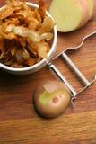 Selbst gemachte Kartoffelchips; Draufsicht Stockbilder