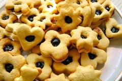 Selbst gemachte Kekse mit Stau Stockfoto
