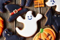 Selbst gemachte Lebkuchenplätzchen Halloweens Stockbilder