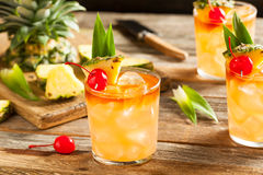Selbst gemachte Mai Tai Cocktail Stockfotos