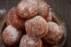Selbst gemachte Minidonuts Stockfotos