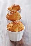 Selbst gemachte Muffins mit Schinken und Käse Lizenzfreies Stockfoto