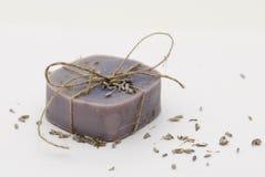 Selbst gemachte natürliche Lavendelseife Stockbild