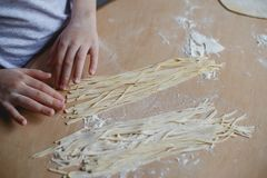 Selbst gemachte Nudeln und selbst gemachter Teig Stockbild
