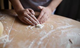 Selbst gemachte Nudeln und selbst gemachter Teig Stockfoto