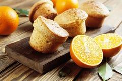 Selbst gemachte orange Muffins Stockbilder