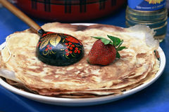 Selbst gemachte Pfannkuchen mit Erdbeere Lizenzfreies Stockfoto