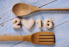 Selbst gemachte Plätzchen in der Form des neuen Jahres nummeriert 2016 Lizenzfreies Stockbild