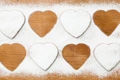 Selbst gemachte Plätzchen in Form der Herzen Lizenzfreies Stockfoto