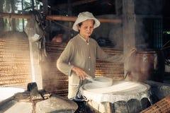 Selbst gemachte Reismakkaronifabrik in Vietnam Stockfotografie