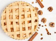 Selbst gemachte süße Gebäckapfelkuchenvorbereitung roh Lizenzfreie Stockfotografie