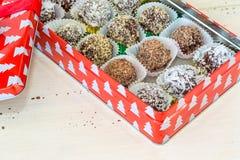Selbst gemachte Schokoladen-Trüffeln Stockbild