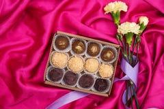 Selbst gemachte Schokoladen-Trüffeln Handgemachte Bonbons stockfotografie
