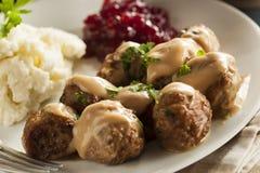 Selbst gemachte schwedische Fleischklöschen-mit Sahne Soße Stockfotos