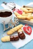 Selbst gemachte Shortbreadplätzchen mit Schokolade und Inneren Lizenzfreies Stockfoto