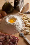 Selbst gemachte Teigwaren der Ravioli mit Fleisch Stockbild