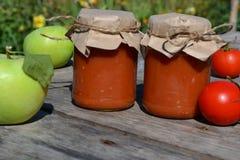 Selbst gemachte Tomatensauce lizenzfreie stockbilder