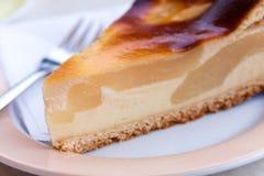 Selbst gemachte Torte mit frischen Birnen, Hüttenkäse Stockbild
